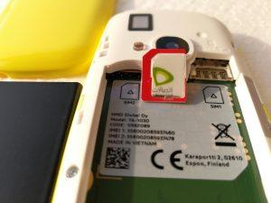 Nokia 3310 - using a old microSIM card cut out for my Nano sim