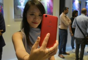 OPPO F5 (6GB) RED - Perfect Selfie with AI technology