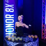 Honor 8x_Smartphone event- Beautiful lady serving refreshments