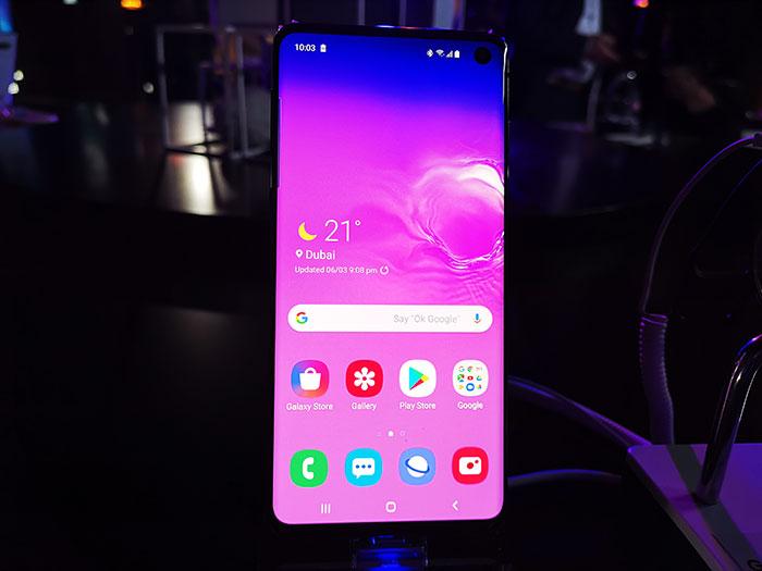 Samsung-Galaxy-S10-smartphone