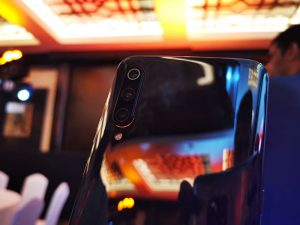 Xiaomi-Mi9-Triple-cameras-close-up