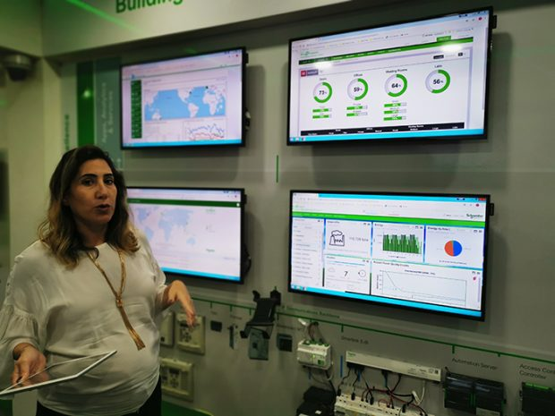 Demo-on-Schneider-Electric_Movable-Booth - CriticReviewer.com