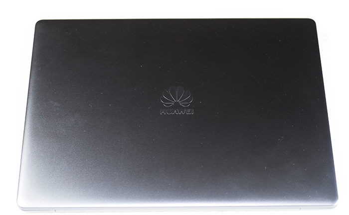 Huawei_MateBook_13-Logo-on-Cover