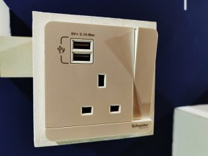 Schneider-Electric_Switch-with-USB-charging-intput