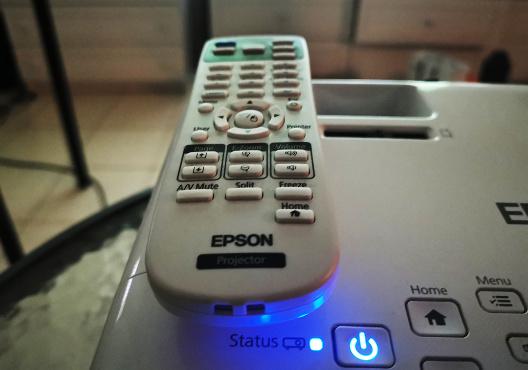 Epson-EH-TW610-Remote_Control