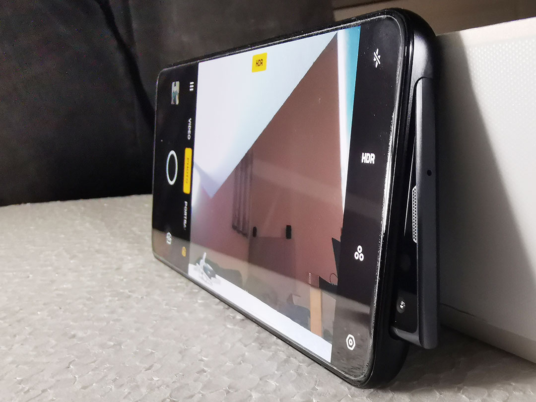 Oppo_Reno_10x_Zoom_Front_camera-Motorized-pop-up-16-MP+LED-flash-light