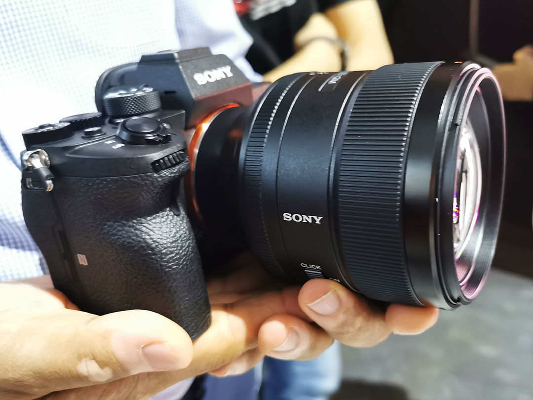 Sony-Alpha_7R_IV_camera_Right_View