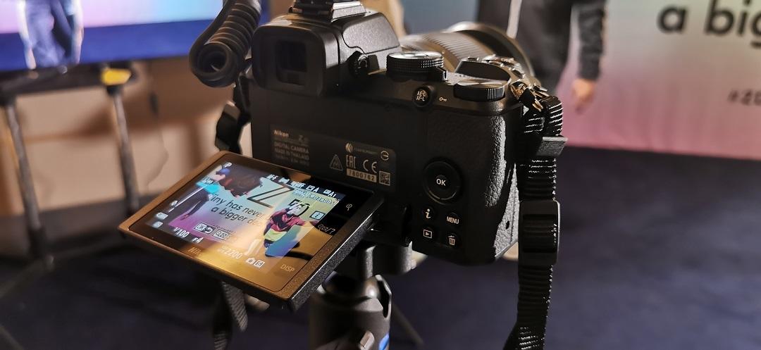 Nikon Z50 Mirrorless Camera- with flip the LCD screen 180º screen