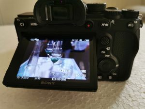 Sony-α7R-IV-Camera-tilting-touch-screen-for-video-low-angle-shots
