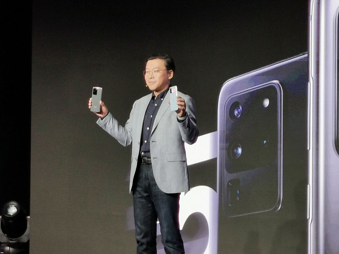 At-the-launch-Samsung-Gulf-president-Chung-Lyong-Lee-with-the-Samsung-S20-Series-Smartphones