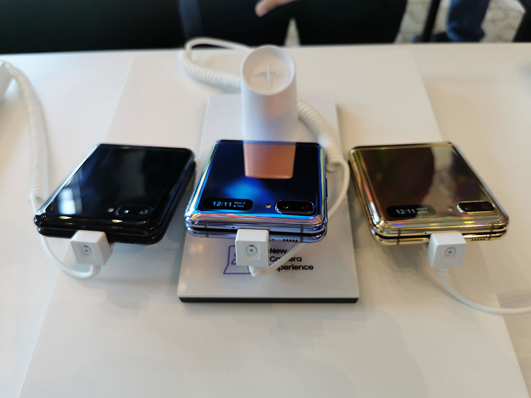 Different_Colors_Samsung-Galaxy-Z-Flip-smartphones-at-the-launch