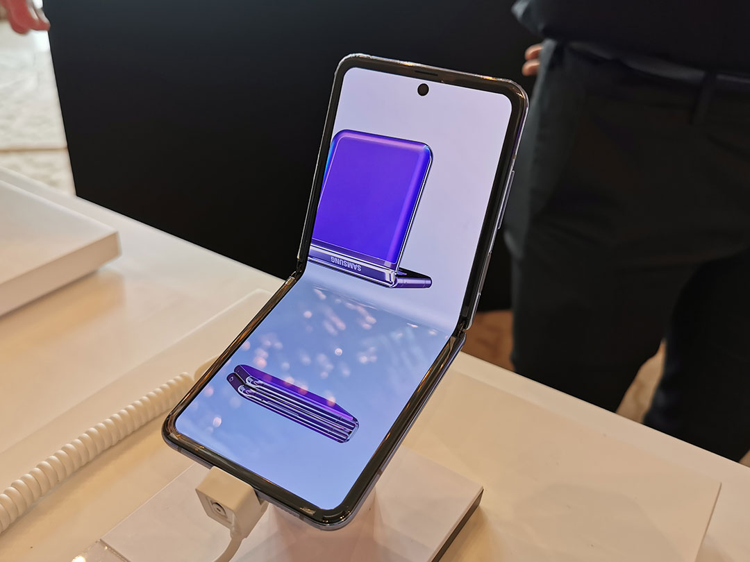 Samsung-Galaxy-Z-Flip-smartphone-at-the-launch