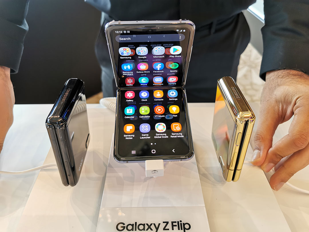 Samsung-Galaxy-Z-Flip-smartphones-at-the-launch