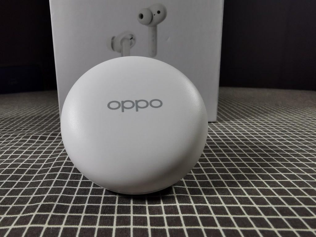 Oppo_ENCO_W31-White_Round_Pebble_shape_Charging_Case