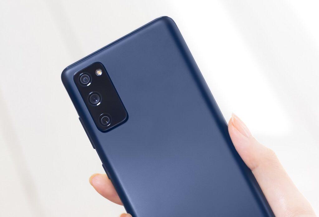 Samsung Galaxys20fe_Cloud_Navy- Camera