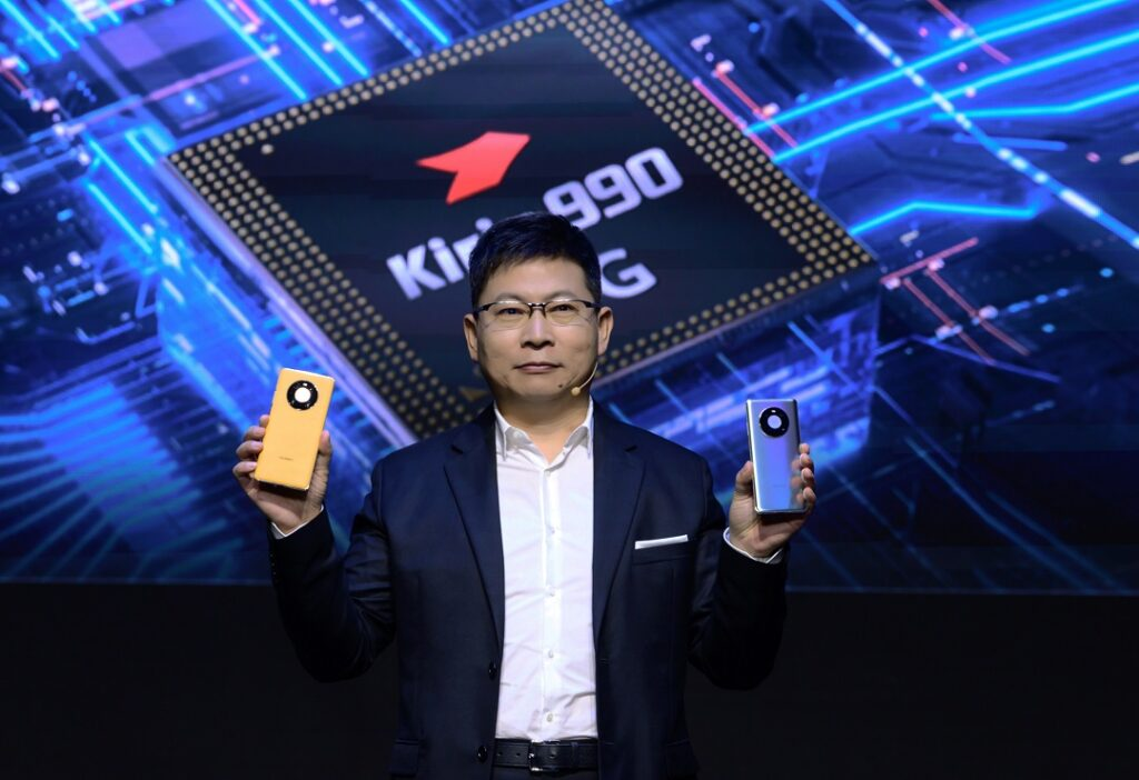 Richard Yu with Huawei Mate 40 & Mate 40 Pro smartphones