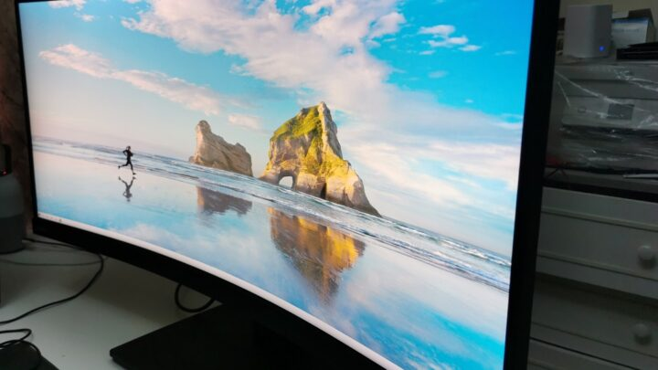 Review of Lenovo Think Vision T34W-20 Monitor in the UAE