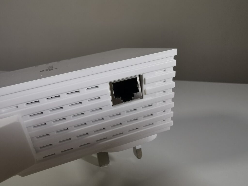 Tp-link AX1800 -Model_RE605X - Ethernet Port - Left_Side