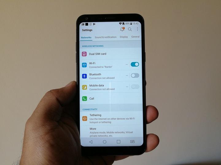 LG-Q6-Smartphone-details