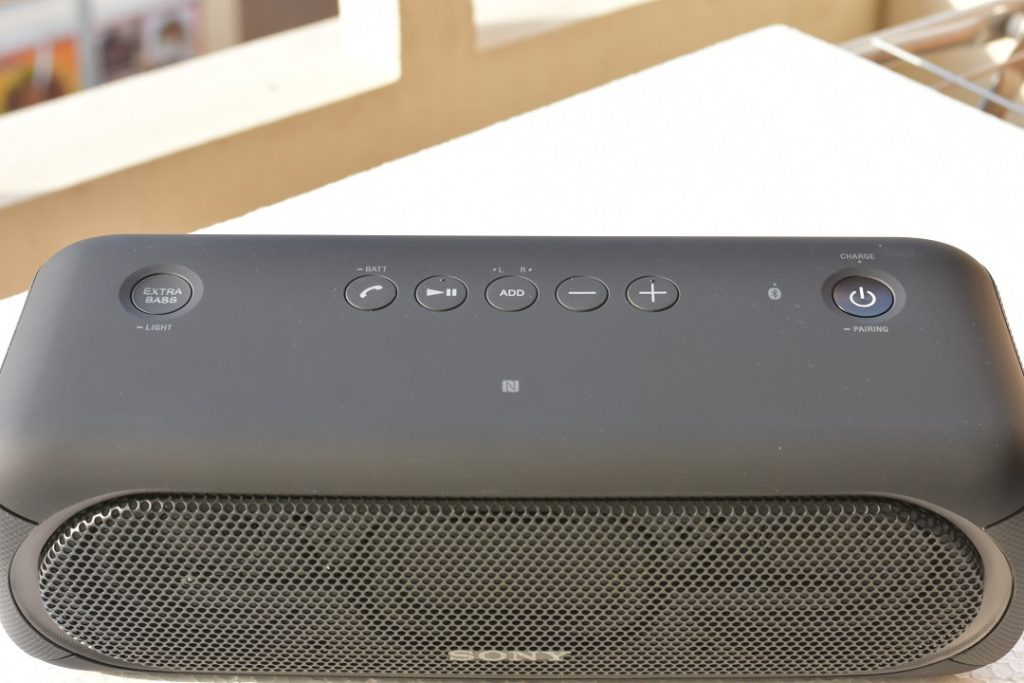 Sony XB40 wireless speaker - Top view