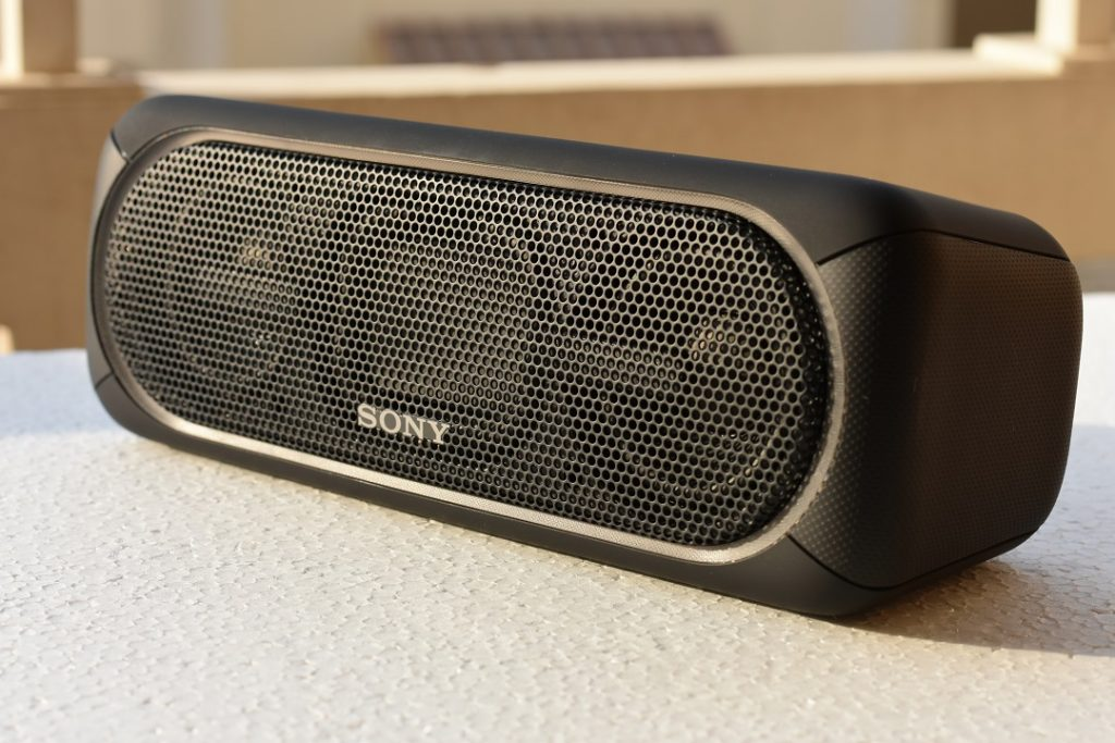 Sony XB40 wireless speaker -front view with 2 dual speakers and centre diagram of rear-firing passive radiators