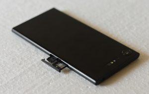 Sony Xperia XZ1 - SIM Tray Slot - open