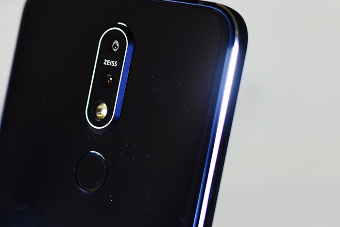 Nokia7.1-Diamond_cut_edge