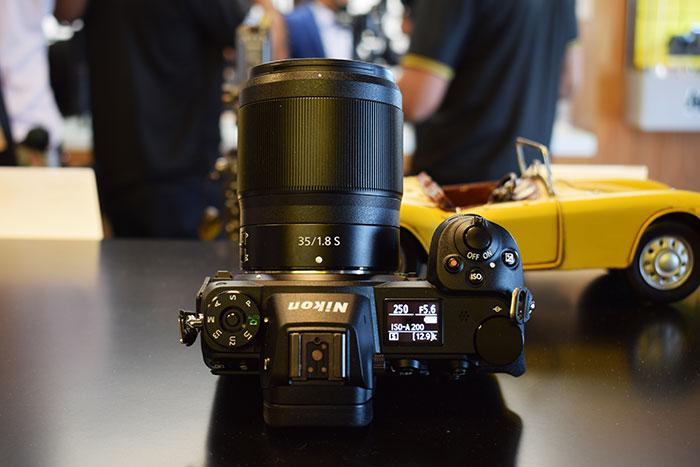 Nikon-Z6_Mirrorless_Camera_Top_view