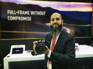 Mohammad-Akbar_showing_the_Panansonic-Lumix_S_series_Full_Frame_Mirrorless_Camera